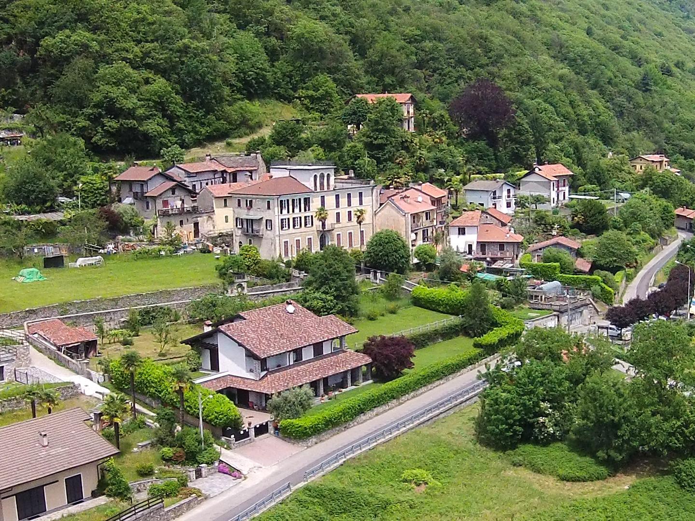 Novaglio, Villa with garden