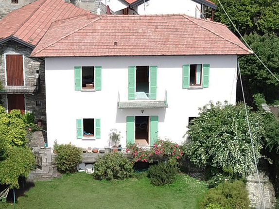 Nice land house with garden