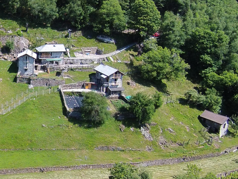 Cannobina-Tal, Alpe Pinlada: 5 Rusticos in der Sonne