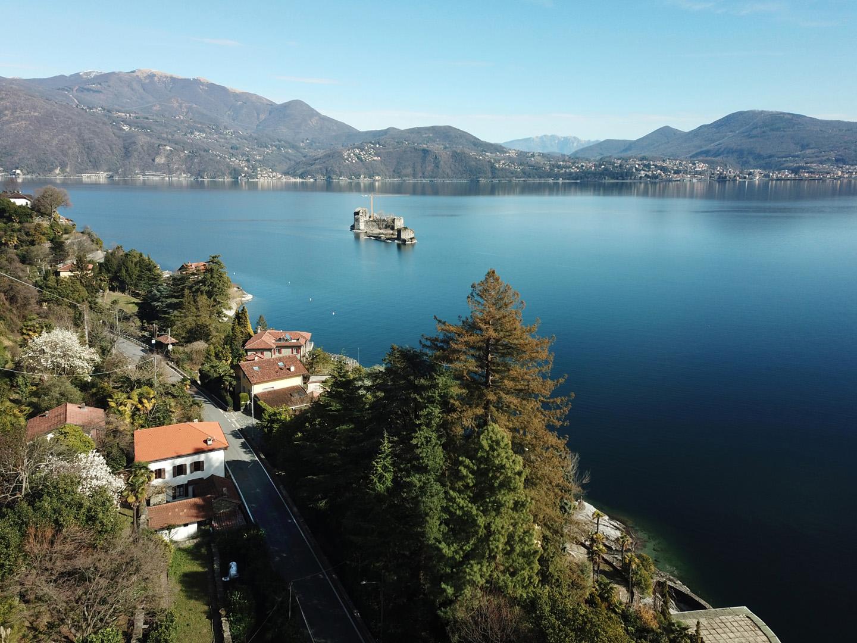 Baugrundstück mit Aussicht auf den See und Castelli