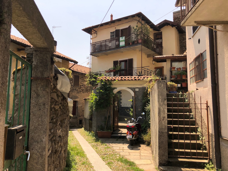 Verbania Biganzolo - Casa con cortile