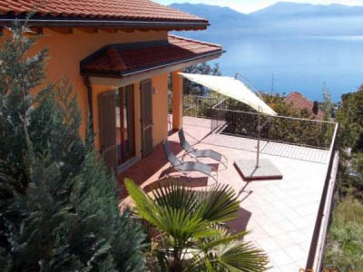 Villetta with big, sunny  terrace and wonderful view over the lake