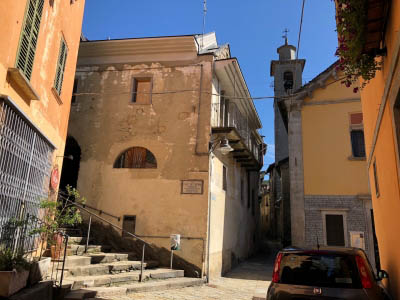 Arizzano - renovated house at the church place